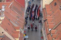 Αλλαγή του τιμητικού συντάγματος λαιμοδετών φρουράς επ' ευκαιρία του παγκόσμιου λαιμοδέτη ` ημέρα `, Ζάγκρεμπ Στοκ φωτογραφία με δικαίωμα ελεύθερης χρήσης