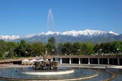 Αλμάτι, Καζακστάν, στις αρχές χρόνου άνοιξη, Al-Farabi λεωφόρος, πρώτο πάρκο Προέδρου ` s στοκ εικόνες με δικαίωμα ελεύθερης χρήσης