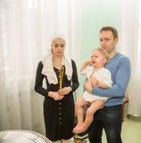 ΑΛΜΆΤΙ, ΚΑΖΑΚΣΤΑΝ - 17 ΔΕΚΕΜΒΡΊΟΥ: Τελετή βαπτίσματος στις 17 Δεκεμβρίου 2013 στο Αλμάτι, Καζακστάν. Στοκ εικόνα με δικαίωμα ελεύθερης χρήσης