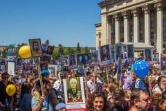 ΑΛΜΆΤΙ, ΚΑΖΑΚΣΤΑΝ - 9 ΜΑΐΟΥ: Αθάνατο σύνταγμα Μάρτιος κατά τη διάρκεια του Β Στοκ εικόνα με δικαίωμα ελεύθερης χρήσης