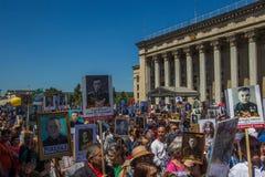 ΑΛΜΆΤΙ, ΚΑΖΑΚΣΤΑΝ - 9 ΜΑΐΟΥ: Αθάνατο σύνταγμα Μάρτιος κατά τη διάρκεια του Β Στοκ εικόνες με δικαίωμα ελεύθερης χρήσης