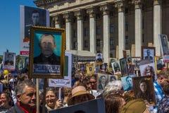 ΑΛΜΆΤΙ, ΚΑΖΑΚΣΤΑΝ - 9 ΜΑΐΟΥ: Αθάνατο σύνταγμα Μάρτιος κατά τη διάρκεια του Β Στοκ φωτογραφίες με δικαίωμα ελεύθερης χρήσης