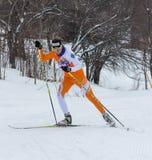ΑΛΜΆΤΙ, ΚΑΖΑΚΣΤΑΝ - 18 ΦΕΒΡΟΥΑΡΊΟΥ 2017: ερασιτεχνικοί ανταγωνισμοί στην πειθαρχία ανώμαλο να κάνει σκι, με το όνομα Στοκ εικόνα με δικαίωμα ελεύθερης χρήσης