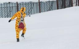 ΑΛΜΆΤΙ, ΚΑΖΑΚΣΤΑΝ - 18 ΦΕΒΡΟΥΑΡΊΟΥ 2017: ερασιτεχνικοί ανταγωνισμοί στην πειθαρχία ανώμαλο να κάνει σκι, με το όνομα Στοκ Εικόνες