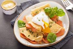 Αλμυρός crepes με το σολομό και το αυγό στοκ εικόνες