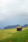 Αλπική καλύβα στα βουνά Στοκ φωτογραφία με δικαίωμα ελεύθερης χρήσης