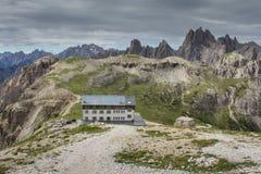 Αλπική καλύβα ` Auronzo ` των δολομιτών, ευρωπαϊκές Άλπεις, Ιταλία στοκ εικόνα