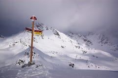 αλπική όψη σκι θερέτρου Στοκ φωτογραφία με δικαίωμα ελεύθερης χρήσης