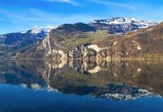 Αλπική όψη της λίμνης Walensee στην Ελβετία Στοκ Εικόνα