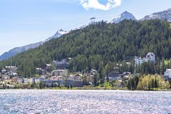 Αλπικό τοπίο με τη λίμνη του ST Moritz, Ελβετία Στοκ Φωτογραφίες