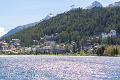 Αλπικό τοπίο με τη λίμνη του ST Moritz, Ελβετία Στοκ εικόνες με δικαίωμα ελεύθερης χρήσης