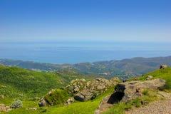 Αλπικό τοπίο με τη Μεσόγειο Beigua εθνικό Geopark στοκ εικόνα