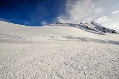 Αλπικό τοπίο χειμερινών βουνών Γαλλικές Άλπεις με το χιόνι Στοκ εικόνες με δικαίωμα ελεύθερης χρήσης