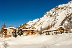 Αλπικό τοπίο χειμερινών βουνών Γαλλικές Άλπεις με το χιόνι Στοκ φωτογραφίες με δικαίωμα ελεύθερης χρήσης