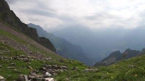 Αλπικό υπόβαθρο αιχμών landskape Jungfrau, ορεινή περιοχή Bernese Άλπεις, έννοια πεζοπορίας τουρισμού και περιπέτειας φιλμ μικρού μήκους