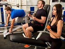 Αλτήρας εκμετάλλευσης γυναικών workout στη γυμναστική Στοκ φωτογραφίες με δικαίωμα ελεύθερης χρήσης