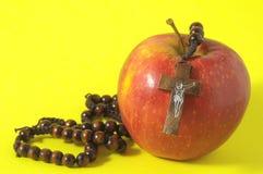 Αμαρτία η κόκκινη Apple της Eva Βίβλων Στοκ Φωτογραφίες