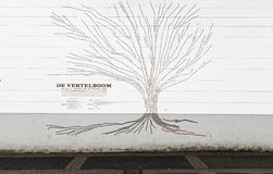 Αμβέρσα, Βέλγιο - 17 Μαρτίου 2019: Το δέντρο ιστορίας, ένα ποίημα πόλεων στην πλατεία Wapper στοκ εικόνες