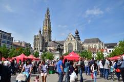 Αμβέρσα, Βέλγιο - 10 Μαΐου 2015: Οι άνθρωποι επισκέπτονται το φεστιβάλ της Ταϊλάνδης σε Groenplaats στην Αμβέρσα στοκ φωτογραφία