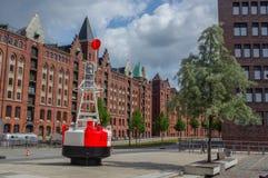 ΑΜΒΟΥΡΓΟ, ΓΕΡΜΑΝΙΑ - 18 ΙΟΥΛΊΟΥ 2016: Διάσημη περιοχή αποθηκών εμπορευμάτων Speicherstadt με την άγκυρα Στοκ φωτογραφία με δικαίωμα ελεύθερης χρήσης