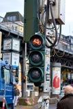 Αμβούργο, Γερμανία - 5 Οκτωβρίου 2018: Οδοί πόλεων της Γερμανίας Άποψη οδών της πόλης του Αμβούργο Φωτογραφία του φωτεινού σηματο στοκ φωτογραφία με δικαίωμα ελεύθερης χρήσης