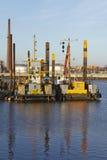 Αμβούργο (Γερμανία) - σκάφος κατασκευής στο λιμένα Στοκ Εικόνες