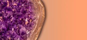 Αμεθύστινο κρύσταλλο με το διάστημα αντιγράφων για το κείμενο στοκ εικόνες