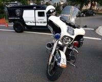 Αμερικανικά αστυνομικά οχήματα, μοτοσικλέτα, Hummer, Rutherford, NJ, ΗΠΑ Στοκ φωτογραφία με δικαίωμα ελεύθερης χρήσης
