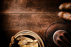 Αμερικανικά καπέλο κάουμποϋ δυτικού ροντέο και υπόβαθρο εργαλείων Στοκ Φωτογραφίες