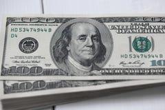 αμερικανικά δολάρια Ένας σωρός των λογαριασμών εκατό δολαρίων Στοκ εικόνα με δικαίωμα ελεύθερης χρήσης