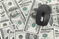 Αμερικανικά δολάρια και ποντίκι υπολογιστών Στοκ φωτογραφία με δικαίωμα ελεύθερης χρήσης
