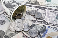 Αμερικανικά δολάρια νομισμάτων και τραπεζογραμμάτια Στοκ φωτογραφίες με δικαίωμα ελεύθερης χρήσης