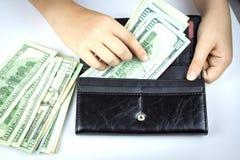 Αμερικανικά δολάρια σε ένα πορτοφόλι Στοκ Εικόνες