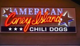 Αμερικανικά σκυλιά τσίλι Coney Island στο στο κέντρο της πόλης Λας Βέγκας - το ΛΑΣ ΒΈΓΚΑΣ - τη ΝΕΒΑΔΑ - 23 Απριλίου 2017 Στοκ εικόνες με δικαίωμα ελεύθερης χρήσης