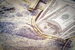 Αμερικανικά τραπεζογραμμάτια δολαρίων στην τσέπη τζιν Στοκ Φωτογραφίες