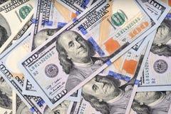 Αμερικανικά τραπεζογραμμάτια δολαρίων στον πίνακα Στοκ εικόνα με δικαίωμα ελεύθερης χρήσης