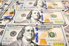 Αμερικανικά χρήματα υποβάθρου ταπετσαριών άποψη λογαριασμών εκατό δολαρίων για Στοκ Φωτογραφίες