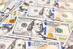 Αμερικανικά χρήματα υποβάθρου ταπετσαριών άποψη λογαριασμών εκατό δολαρίων για Στοκ Εικόνες