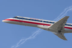 Αμερικανικές αερογραμμές American Airlines θλεμψραερ αετών erj-140 αεροσκάφη Στοκ φωτογραφίες με δικαίωμα ελεύθερης χρήσης
