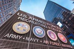 Αμερικανικές οπλισμένες δυνάμεις που στρατολογούν το σταθμό στην πόλη της Times Square Νέα Υόρκη Στοκ Εικόνες