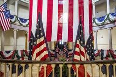 Αμερικανικές σημαίες στο παλαιό δικαστήριο στο στο κέντρο της πόλης Σαιντ Λούις Στοκ φωτογραφία με δικαίωμα ελεύθερης χρήσης