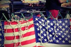 Αμερικανικές σημαίες στο στάβλο τροφίμων οδών Στοκ φωτογραφία με δικαίωμα ελεύθερης χρήσης