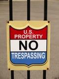 Αμερικανική ιδιοκτησία σημαδιών καμία καταπάτηση Στοκ Φωτογραφία