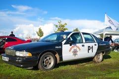 Αμερικανική ιδιοτροπία Chevrolet περιπολικών της Αστυνομίας τέταρτης γενεάς στην έκθεση των αναδρομικών αυτοκινήτων σε Kronstadt στοκ εικόνες