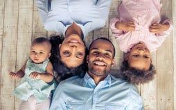 Αμερικανική οικογένεια Afro στοκ εικόνα με δικαίωμα ελεύθερης χρήσης