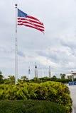 Αμερικανική σημαία κοντά στο Διαστημικό Κέντρο Κένεντι. Στοκ εικόνα με δικαίωμα ελεύθερης χρήσης