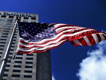 Αμερικανική σημαία που κυματίζει dranatically στον αέρα Στοκ Εικόνες