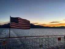 Αμερικανική σημαία σε μια βάρκα στοκ εικόνα