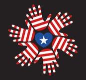 Αμερικανική σημαία στη ημέρα της ανεξαρτησίας χεριών του Στοκ Εικόνες