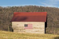Αμερικανική σημαία στη σιταποθήκη στη χώρα στοκ φωτογραφίες